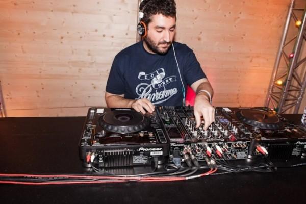 Mouloud-Achour-DJ-en-herbe_portrait_w674