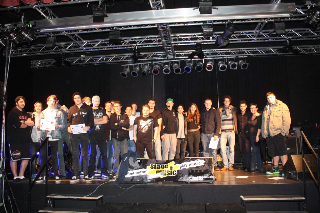 Tous les groupes sur scène pour la remise des prix.